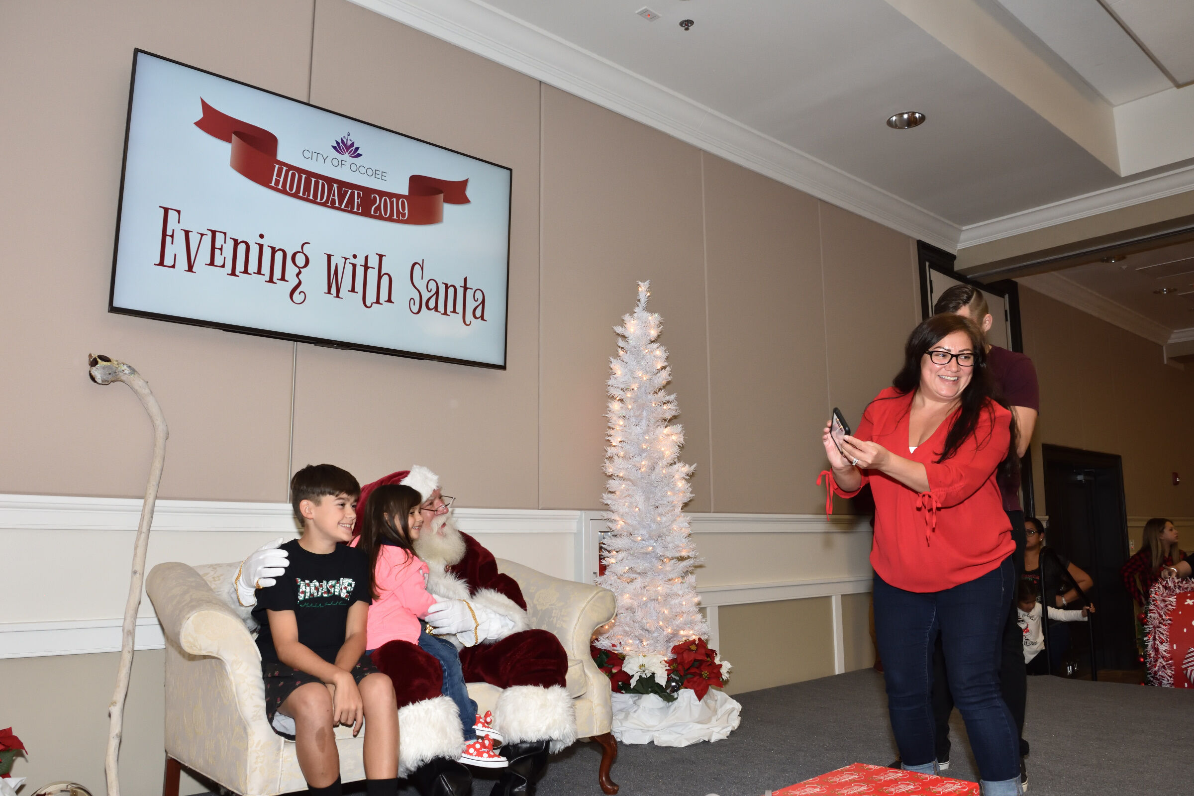 2019 Holidaze An Evening with Santa (61)